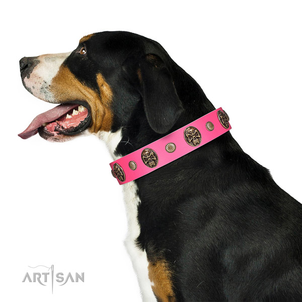 Reliable buckle on full grain leather dog collar for basic training